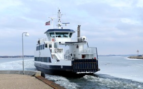 Decline in turnover for water transport